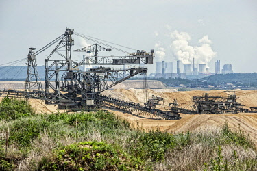 IBLUKR04165617 Lignite excavator, opencast lignite mining, RWE, Garzweiler, Juchen, North Rhine-Westphalia, Germany, Europe