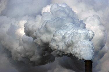 IBXHWE04851992 Moorburg power plant, chimney with exhaust cloud, Hamburg, Germany, Europe