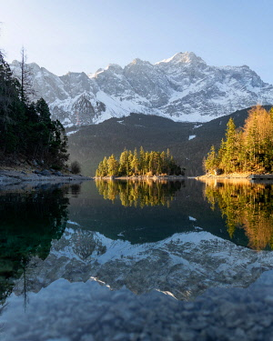 IBXLRE05050513 Island in front of mountains, golden light, coniferous forest, Eibsee lake, Zugspitze, Germany, Europe