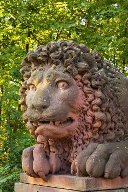 IBXMAN04227088 Stone lion at the gateway to Castle Lowenstein, Kleinheubach, Lower Franconia, Franconia, Bavaria, Germany, Europe