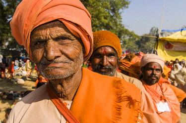 IBLFBD03152344 Rama sadhu, holy man, at the Sangam, the confluence of the rivers Ganges, Yamuna and Saraswati, during Kumbha Mela festival, Allahabad, Uttar Pradesh, India, Asia