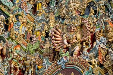 IBLOMK03643591 Colourful statues of gods and demons on the Gopuram or Gopura gate tower, Meenakshi Amman Temple or Sri Meenakshi Sundareswarar Temple, Madurai, Tamil Nadu, India, Asia
