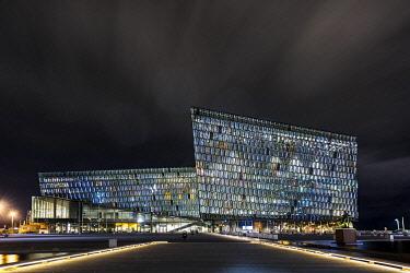 IBLSEI04193230 Harpa, Reykjavik Concert Hall and Conference Centre, at night, ReykjavÌk, Iceland, Europe