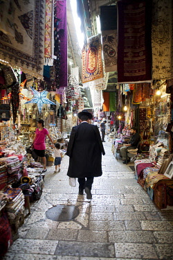 IBLSVP03568791 Market in the historic city centre of Jerusalem, historic center, Jerusalem, Jerusalem District, Israel, Asia