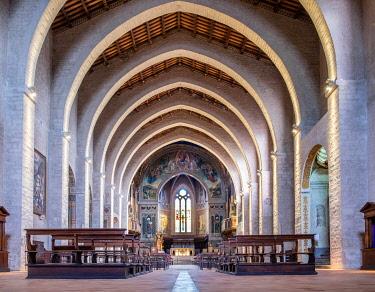 IBLJUN05040331 Nave with diaphragm arches, Dom Santi Mariano e Jacopo, Gubbio, Province Perugia, Umbria, Italy, Europe