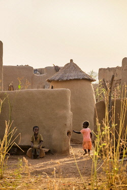 HMS3238648 Burkina Faso, Centre-Sud region, Nahouri province, Tiebele, traditional mud houses