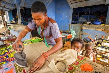 HMS3238666 Burkina Faso, Centre-Sud region, Nahouri province, Tiebele, dressmaking salon