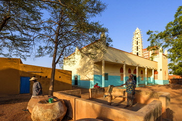 HMS3252017 Burkina Faso, Boulkiemdé province, Koudougou, well in front of the great mosque