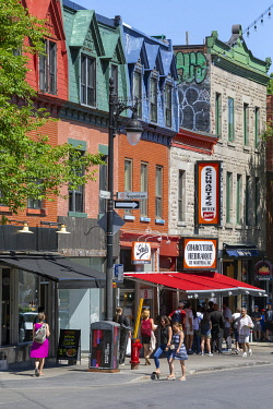 HMS3373385 Canada, Province of Quebec, Montreal, Plateau-Mont-Royal, Saint-Laurent Boulevard, typical architecture of the city, Schwartz smoked meat restaurant