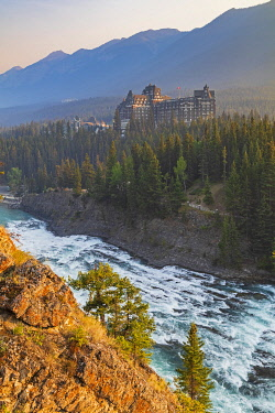 HMS3569125 Canada, Alberta, Canadian Rocky Mountains listed as UNESCO World Heritage Site, Banff National Park, the Banff Springs Hotel, the Bow River with the Bow Falls