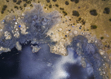 HMS3082796 Ethiopia, Oromia, El Sod, Aerial view of the volcano crater where borana tribe men dive to collect salt