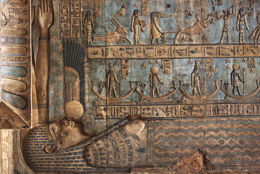 HMS3640605 Egypt, Upper Egypt, Nile valley, Dendera, bas-relief depicting the goddess Hathor engraved on the ceiling of the temple of Hathor