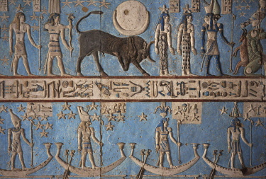 HMS3640606 Egypt, Upper Egypt, Nile Valley, Dendera, bas-relief of the zodiac engraved on the ceiling of the temple of Hathor