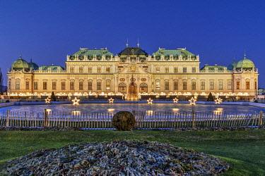 AUT0991AWRF Christmas lights, Upper Belvedere Palace, Vienna, Austria