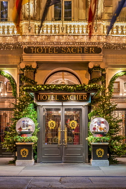 AUT0979AW Hotel Sacher entrance decorated with Christmas lights, Vienna, Austria