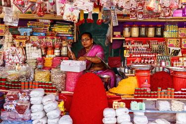 HMS3327115 India, Maharashtra, Nashik, pilgrims stuff shop