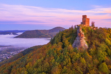 GER11994AW Aerial view at Trifels castle, Annweiler, Palatinate forest, Wasgau, Rhineland-Palatinate, Germany