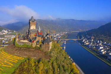 GER12018AW Aerial view on Cochem castle, Cochem, Mosel valley, Rhineland-Palatinate, Germany
