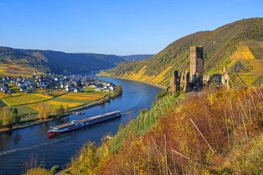 GER12025AW Castle ruin Metternich, Beilstein, Mosel valley, Rhineland-Palatinate, Germany