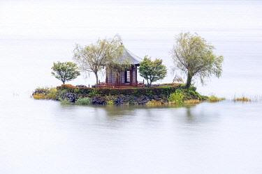 JAP2089AW Japan, Yamanashi Prefecture , lake Kawaguchi, a pavillion on an island on lake Kawaguchi