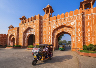 HMS3421725 India, Rajasthan, Jaipur listed as World Heritage by UNESCO, the pink city, Ajmeri Gate is one of the gateways of the old city