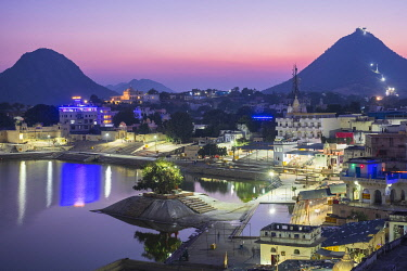 HMS3429341 India, Rajasthan, Pushkar, holy city for Hindus, holy lake surrounded by 52 bathing ghats