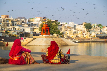 HMS3429342 India, Rajasthan, Pushkar, holy city for Hindus, holy lake surrounded by 52 bathing ghats