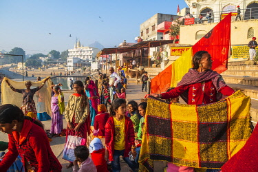 HMS3429377 India, Rajasthan, Pushkar, holy city for Hindus, holy lake surrounded by 52 bathing ghats