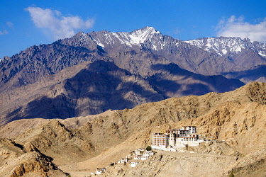 HMS3431030 India, state of Jammu and Kashmir, Himalaya, Ladakh, Indus valley, the gompa (monastery) of Chemrey surrounded by the monks' lodges with the Zanskar range in the background