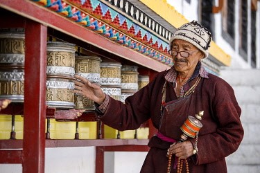 HMS3435199 India, state of Jammu and Kashmir, Himalayas, Ladakh, Indus Valley, Leh (3500m), annual Ladakh Festival, Buddhist temple of Gompa Soma (Chokhang), an elderly man walks around the temple in a clockwise...