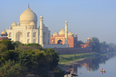 HMS3530300 India, Uttar Pradesh, Agra, World Heritage Site, The Yamuna and Taj Mahal at sunrise