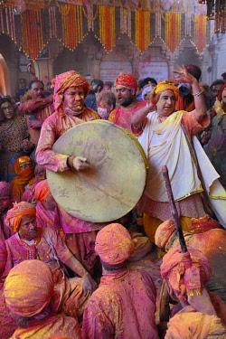HMS3530278 India, Uttar Pradesh, Holi festival, Colour and spring festival celebrating the love between Krishna and Radha.