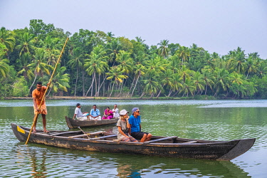 HMS3348413 India, state of Kerala, Kollam district, Munroe island or Munroturuttu, inland island at the confluence of Ashtamudi Lake and Kallada River, backwaters (lagoons and channels networks) sightseeing by b...