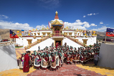 HMS3385389 India, Jammu and Kashmir, Ladakh, Hemis, Naropa festival of 2018, two hundred and ninety nine Ladakhie women performed the dance of Shondol, recorded in the Guinness World Records as the biggest Ladak...