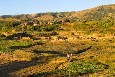 HMS3299770 Madagascar, Haute Matsiatra region, culture along the Nationale 7 road