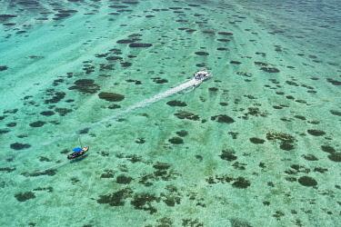 HMS3384907 Mauritius, Riviere du Rempart disctrict, Grand Gaube, floatplane flight on the lagoon