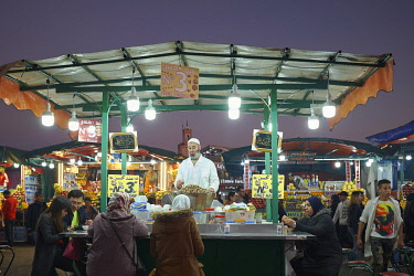 HMS3482310 Morocco, High Atlas, Marrakesh, Imperial City, medina listed as World Heritage by UNESCO, Jemaa El Fna square at dusk, restaurants street stalls