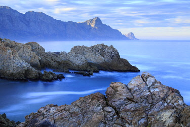 HMS3239201 South Africa, Western Cape, Ocean coast at the foot of the Kogelberg Massif at sunrise