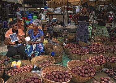 HMS3250223 Togo, Lome, MIVO energy, energy access program set up by Entrepreneurs du Monde, energy kit sales in the capital market