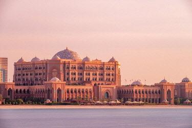 HMS3263469 United Arab Emirates, Abu Dhabi, Al Ras Al Akhdar district, Emirates Palace Hotel