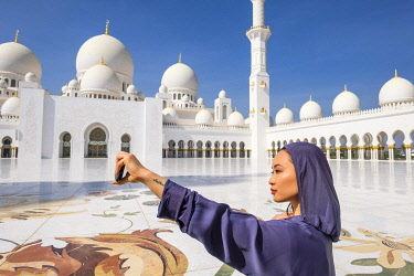 HMS3276257 United Arab Emirates, Abu Dhabi, Sheikh Zayed Great Mosque, from the name of the first president of UAE, Sheikh Zayed ben Sultan Al Nahyane, it may be visited by more than 40 000 people