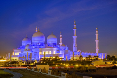 HMS3276261 United Arab Emirates, Abu Dhabi, Sheikh Zayed Great Mosque, from the name of the first president of UAE, Sheikh Zayed ben Sultan Al Nahyane, it may be visited by more than 40 000 people