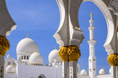 HMS3276288 United Arab Emirates, Abu Dhabi, Sheikh Zayed Great Mosque, from the name of the first president of UAE, Sheikh Zayed ben Sultan Al Nahyane, it may be visited by more than 40 000 people