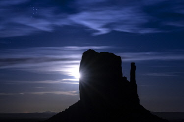 USA14952AW Silhouette of West Mitten Butte at moonrise, Monument Valley, Arizona, USA