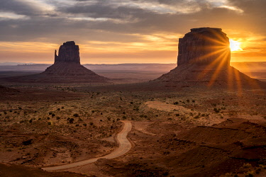 USA14958AW Scenic view of The Mittens at sunrise, Monument Valley, Arizona, USA