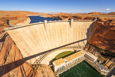 USA14965AW Glen Canyon Dam on Lake Powell during sunny day, Page, Arizona, USA