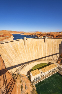 USA14966AW Glen Canyon Dam on Lake Powell during sunny day, Page, Arizona, USA