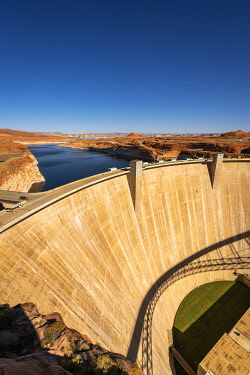 USA14974AW Glen Canyon Dam on Lake Powell during sunny day, Page, Arizona, USA