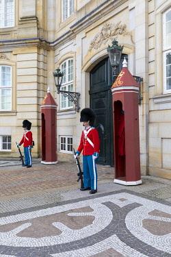 DK01156 Changing of the Guard, Amalienborg Palace, Copenhagen, Denmark