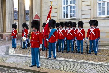 DK01157 Changing of the Guard, Amalienborg Palace, Copenhagen, Denmark